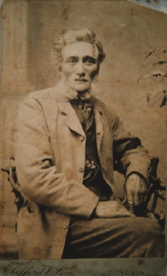 photograph of Robert Brown c1889 - Te Tau Web Site