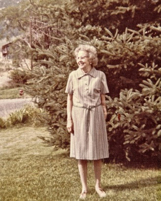 Grandma Jones in front yard N. Ogden house - Hutchinson Web Site