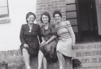 Pa's Sisters R - L Auntie Doreen, Auntie Maudie & Auntie Olga - Our Family Tree Web Site