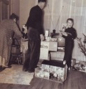 Christmas 1953 Moe, Linda, Joe and Mike with Space gun - <Private> Heywood - Heywood Web Site