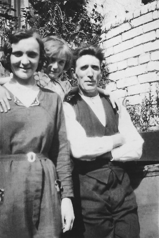 Mom, Grandpa, Laura: Mom (B. 1923) aged about 8-10 with Grandpa Joe King and Laura Millar (Grandma Mary's sister). laura married Tommy McDowell in 1936 - Snowden Web Site