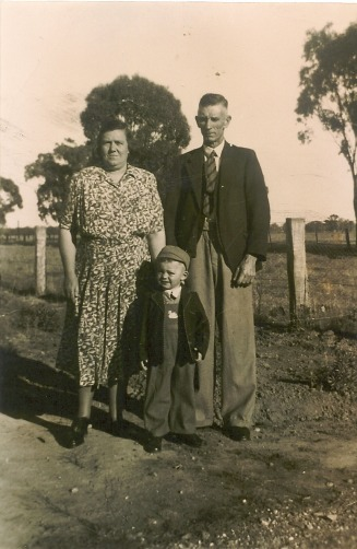 Molly & Fred Johnson with son Kevin - Desmond Michael Jones Web Site